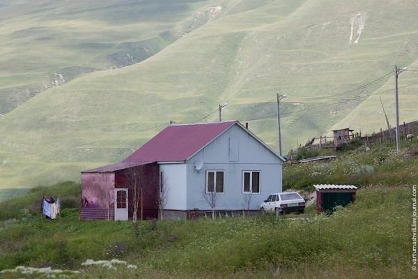 Правозащитники: в Чечне уничтожено шесть домов родственников боевиков