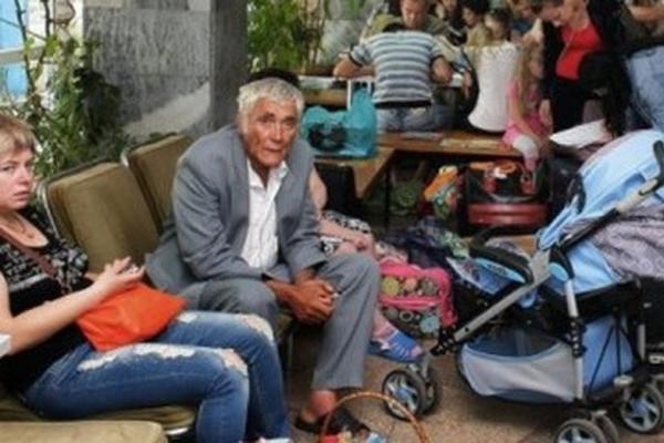 Украина заставила голодать переселенцев в Мариуполе