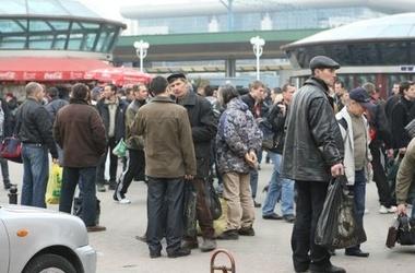 Украинских мигрантов уравняют с остальными