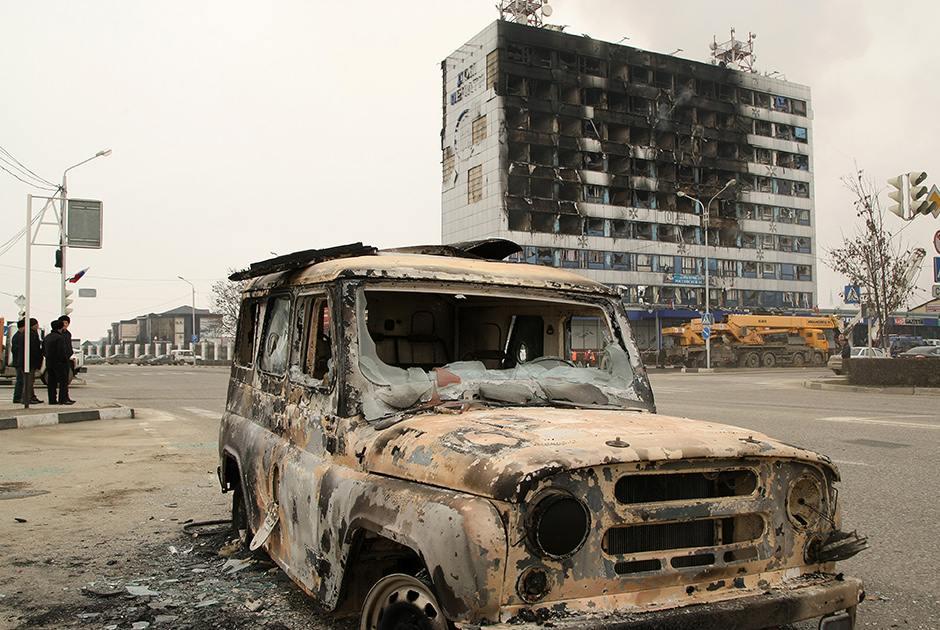 В Москву на лечение отправили 12 пострадавших в Грозном силовиков