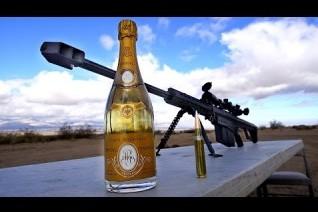Американец с помощью снайперской винтовки откупорил бутылку шампанского