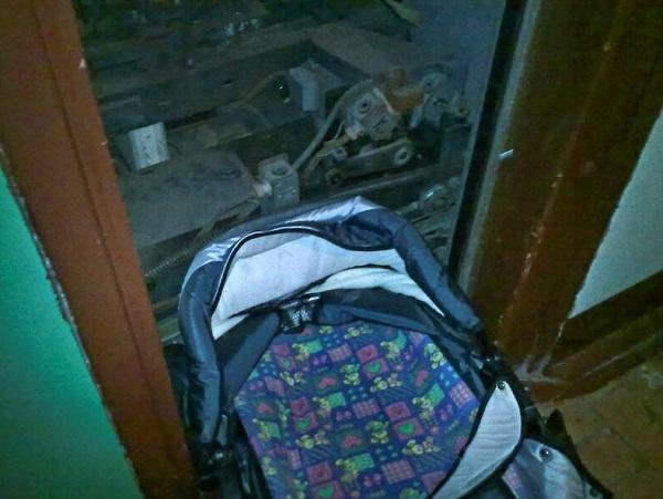 Пятимесячный ребенок погиб при падении лифта