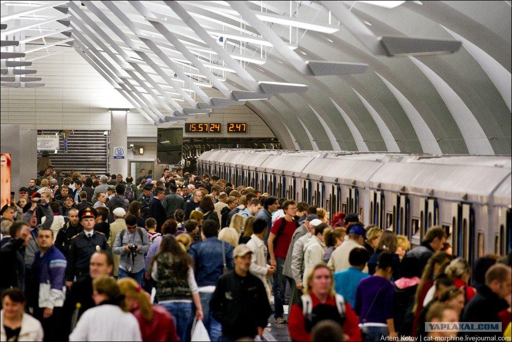Первый поезд до станции метро