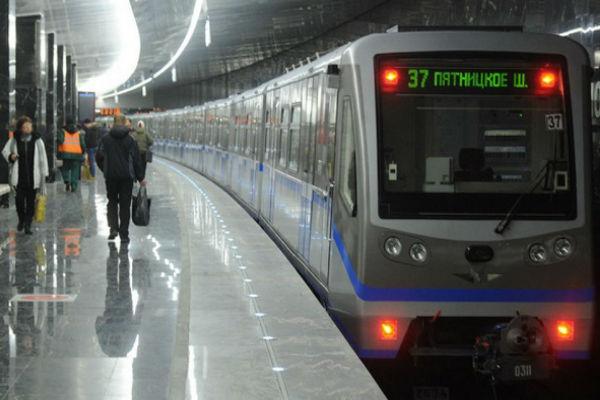 В Московском метро под колесами поезда погиб пассажир
