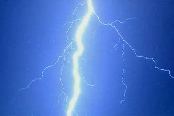 Молния ударила в автопарковку во Флориде, ранены 11 человек