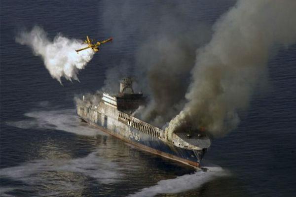 У берегов Курил сгорело рыболовецкое судно, погиб моряк