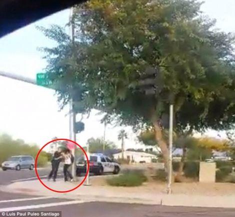 Появилось очередное видео произвола американских полицейских