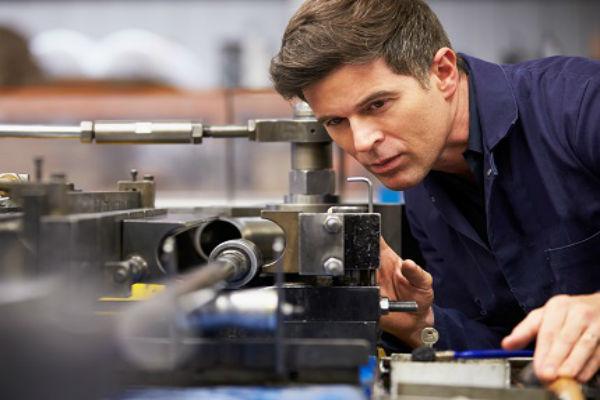 Работодателей обяжут применять профстандарты при найме