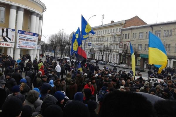 Винница вышла на Майдан: штурм, драки, раненые