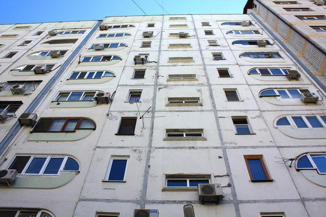 Из окна квартиры в Нижнем Новгороде выпал пятилетний мальчик