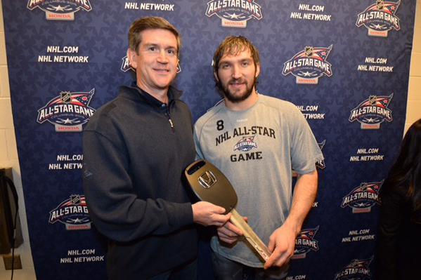 Овечкин пожертвовал приз Матча звезд НХЛ детской школе