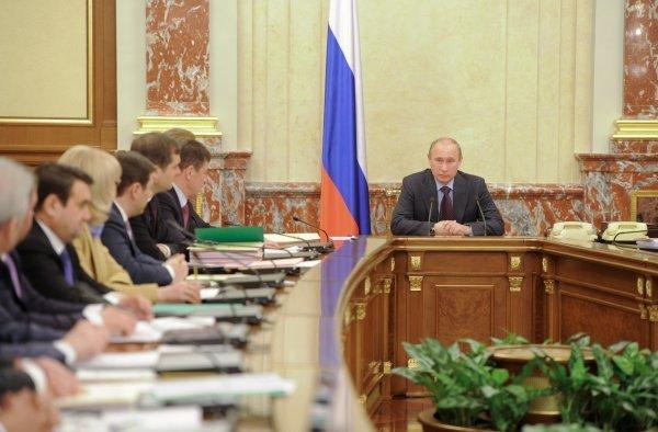 Путин: Все социальные обязательства будут выполняться