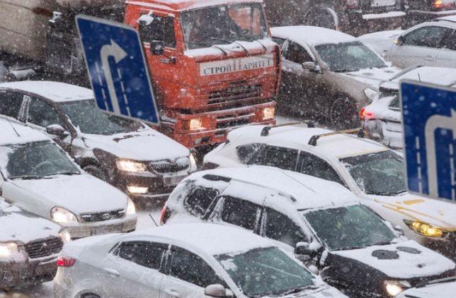 Снегопад вызвал в Москве 6-балльные пробки