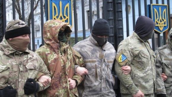 Радикалы на Украине собирают «дань на войну»