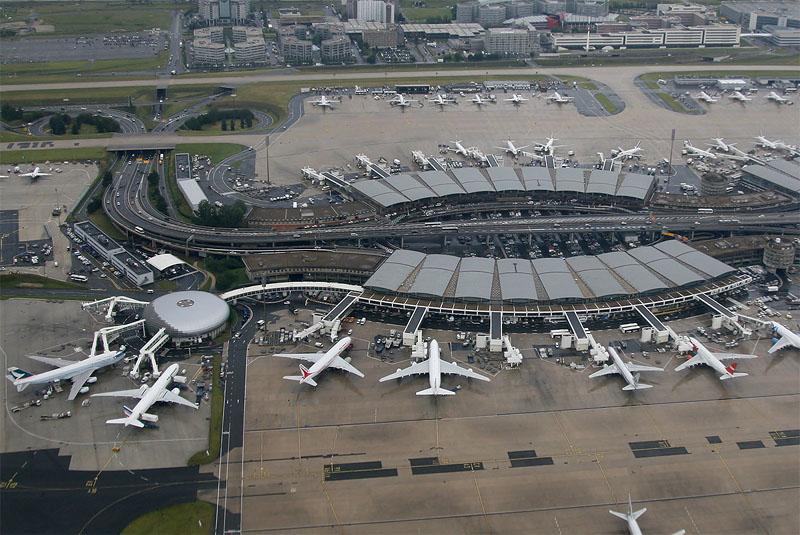 Рядом с парижским аэропортом слышна стрельба