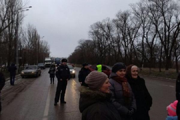 Жители Минвод перекрыли трассу
