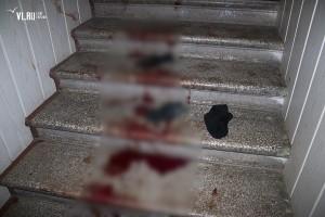 1 января около 01:30 по местному времени экстренные службы Владивостока были извещены о тройном убийстве в одном из домов по улице Посьетской