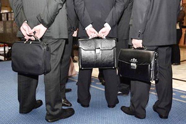 СР предлагает запретить руководству госпредприятий получать больше президента