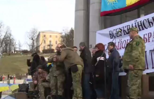 В Киеве солдаты потребовали отставки Порошенко