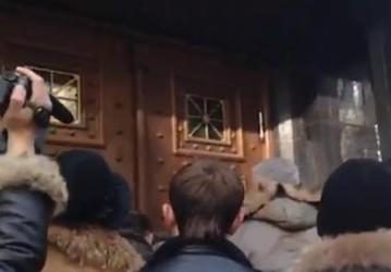 В Киеве батальоны штурмуют Генпрокуратуру