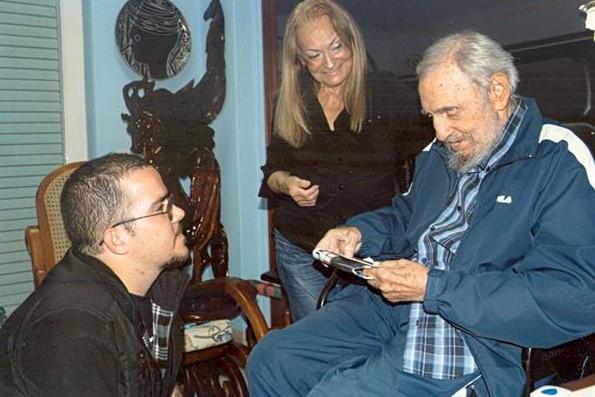 Кубинские СМИ опубликовали новые фото Кастро - впервые за полгода