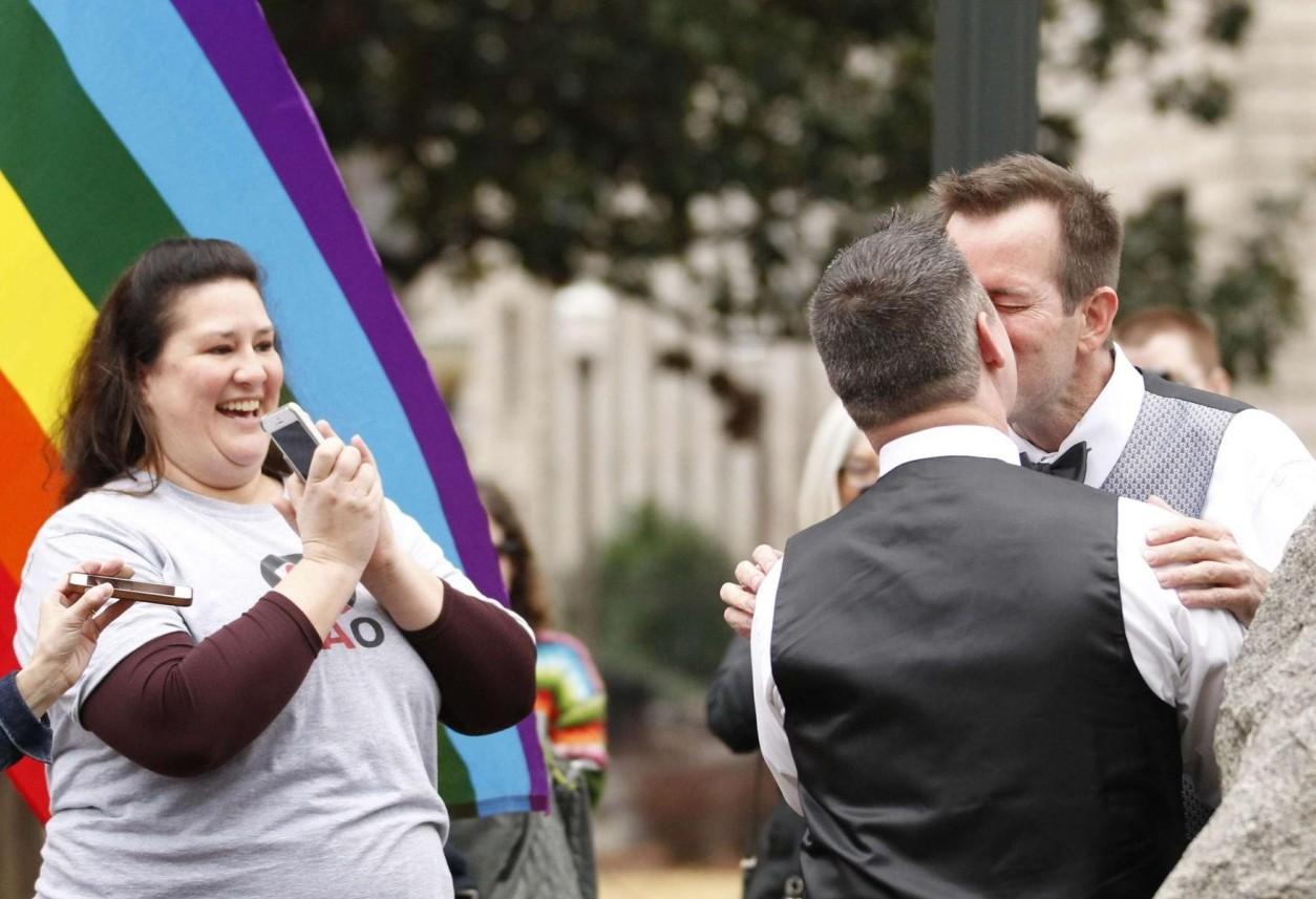 В Алабаме начали регистрировать однополые браки