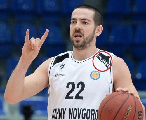 Нижегородские баскетболисты вышли на матч в майках с надписью