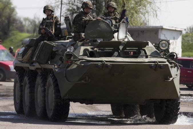 Украина начинает отвод тяжелых вооружений