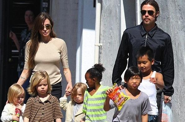 Анджелина Джоли и Брэд Питт усыновят турецкого мальчика