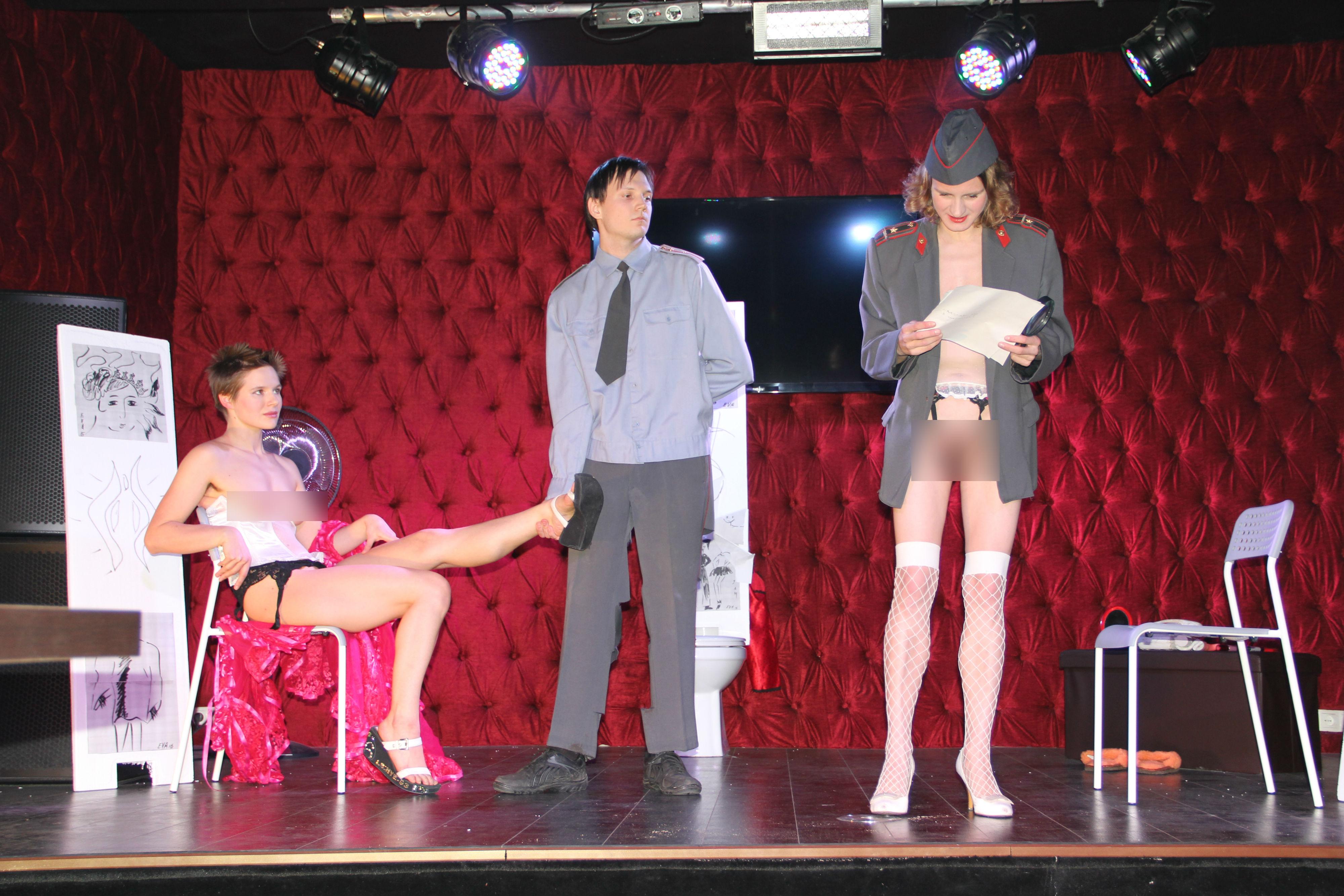 Лице российские спектакли с порно трахун