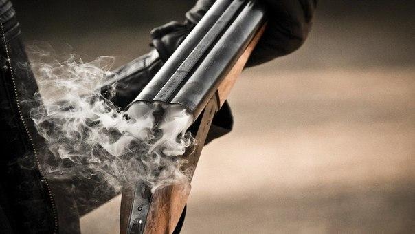 Мужчина выстрелил из окна в кидавших снежками подростков