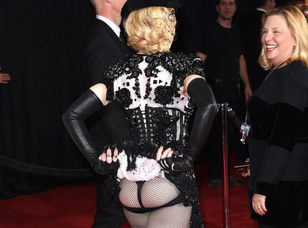Мадонна на «Грэмми» обнажила свои тылы