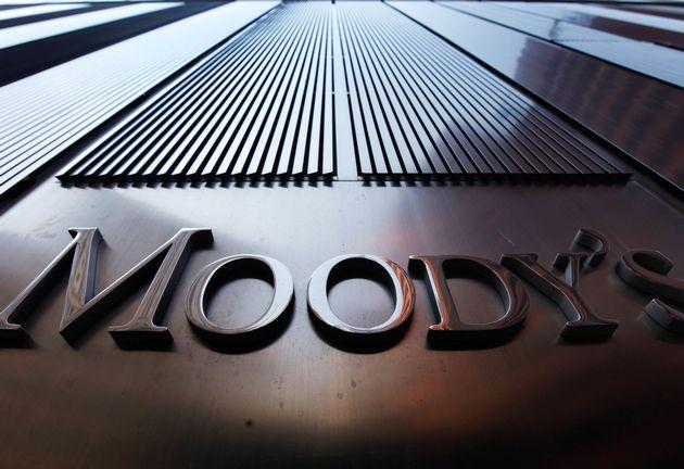 Moody's понизил рейтинги Москвы и Санкт-Петербурга
