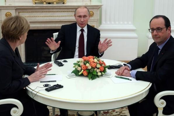 Олланд призвал расширить автономию Донбасса по настоянию Путина