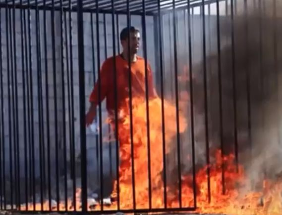 Боевики ИГ сожгли заживо пленного иорданского пилота