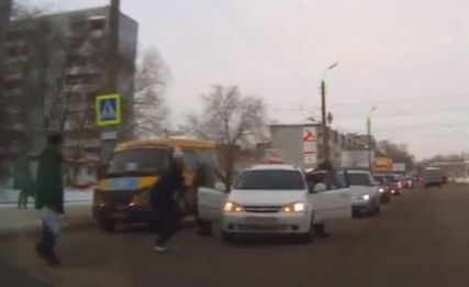 Мужчина на Chevrolet сбил девочку в Омске