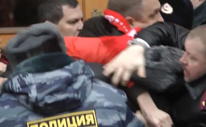 Депутат Бессонов предстанет перед судом за избиение полицейских