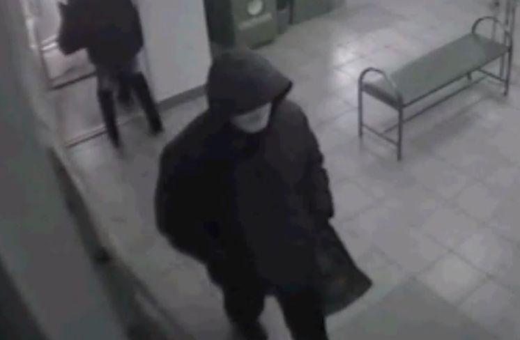 Вооруженное ограбление Сбербанка в Бурятии попало на видео