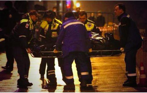 Следователи закончили работу с телом Немцова на месте убийства