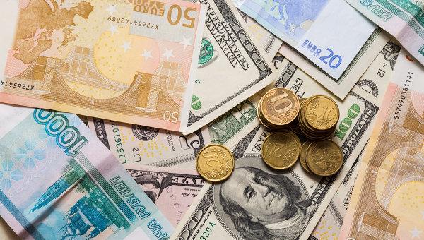 Рубль начал неделю снижением