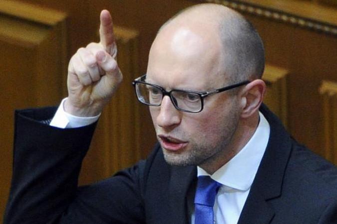 Яценюк снова заговорил о рвах и средствах поражения на границе с Россией