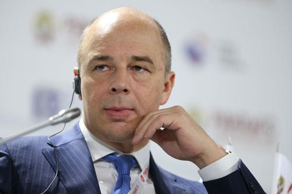 Силуанов назвал политически мотивированным снижение рейтинга России