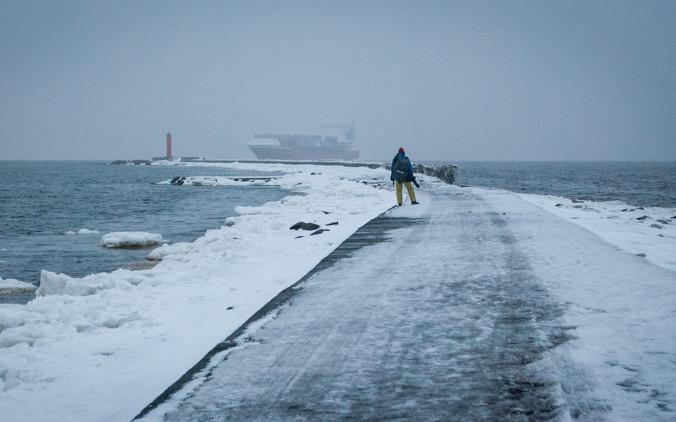 К берегам Чукотки приблизилась канадская баржа-призрак