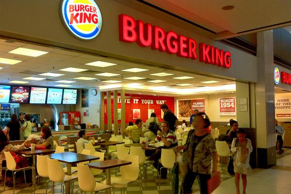 10 парней устроили вооруженные разборки в Burger King Екатеринбурга