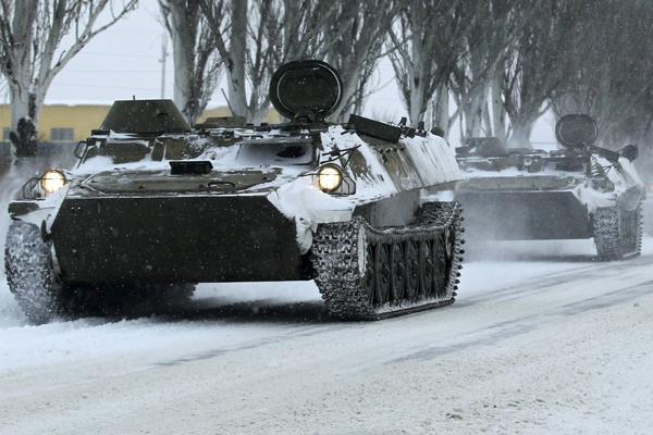 На Донбассе зафиксировали много необозначенных военных конвоев