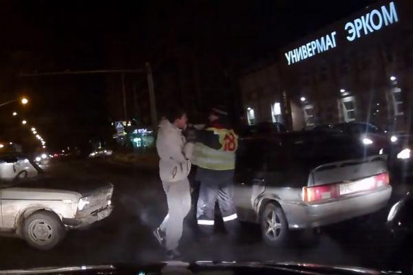 Трое водителей подрались на проезжей части в Казани