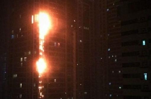 Небоскреб «Факел» загорелся в Дубае