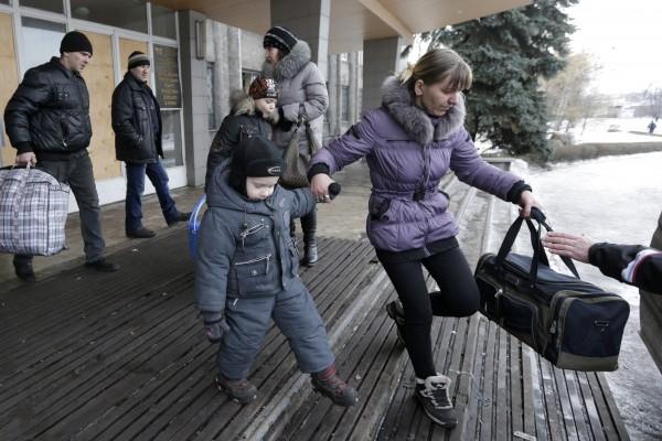 Киев и Донецк договорились об эвакуации жителей Дебальцево