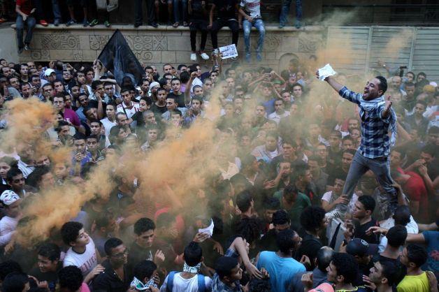 В околофутбольных баталиях в Каире погибли 19 человек