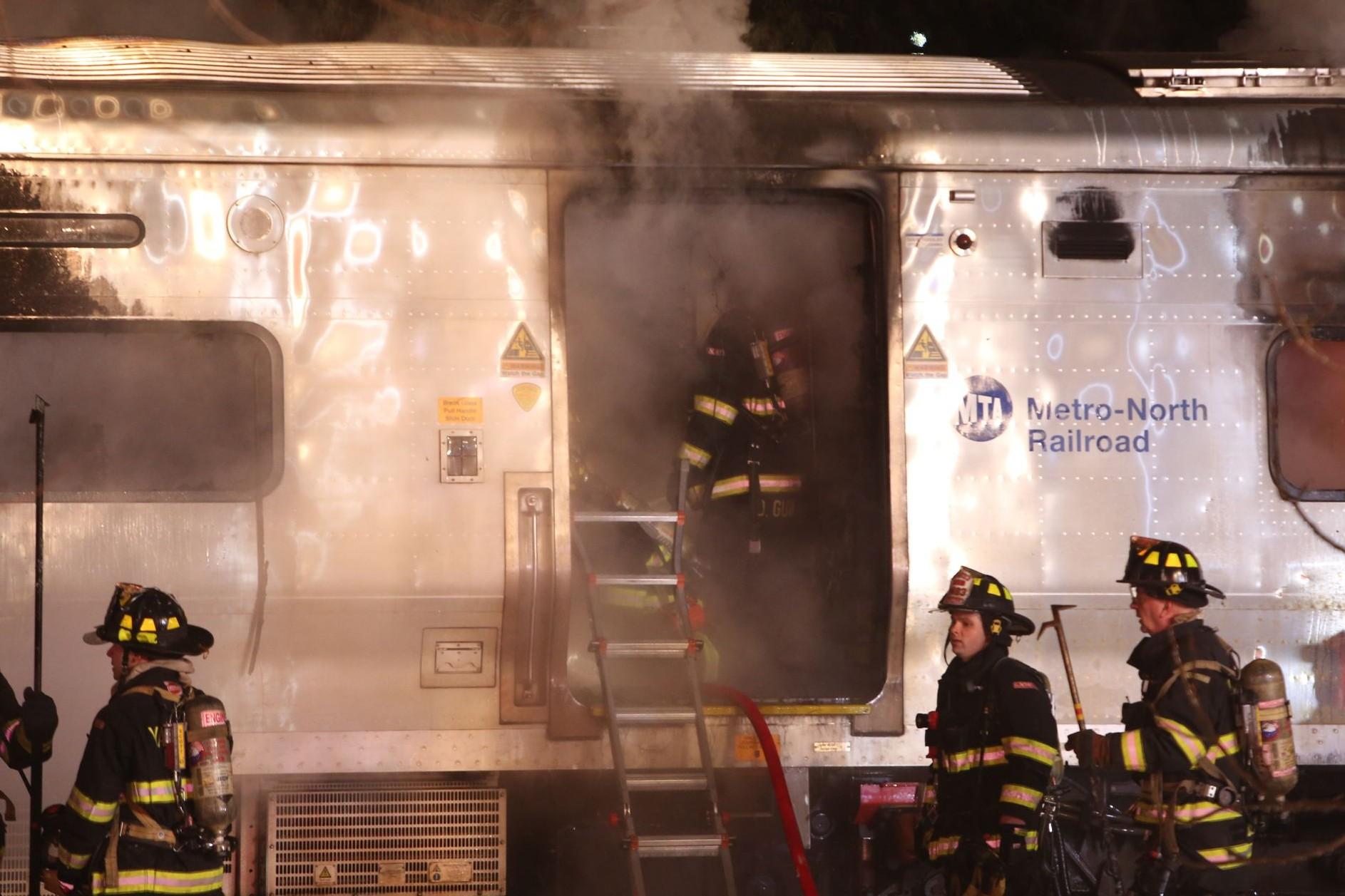 Шесть человек погибли во время столкновения поезда с автомобилем в США